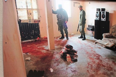 Indigna en Chihuahua, exposición de ejecutados y torturados promovida por el gobernador