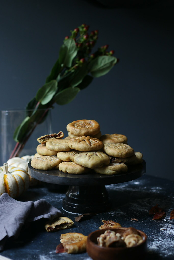 Stuffed Shortbread Cookies with Walnut-Fig-Cocoa Halwa/ Kolooche |foodfashionparty| #holidaycookiesexchange