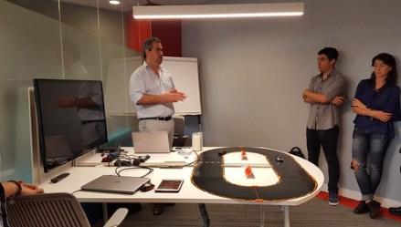 Mario Cuniberti, Director de Arquitectura para Oracle Argentina atendiendo a los comunicadores sociales-