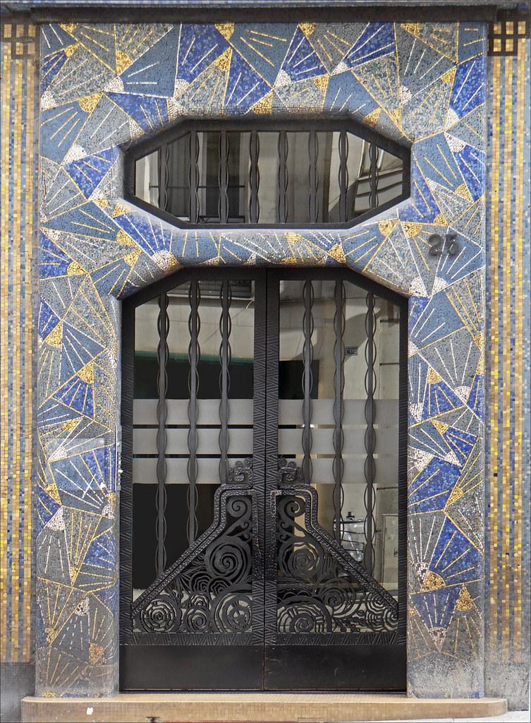 La Maison Bleue Art Dco Angers Une Porte Dentre