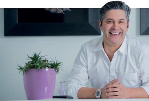 El Dr. Christian Salazar es imagen de Oral-B en Colombia.