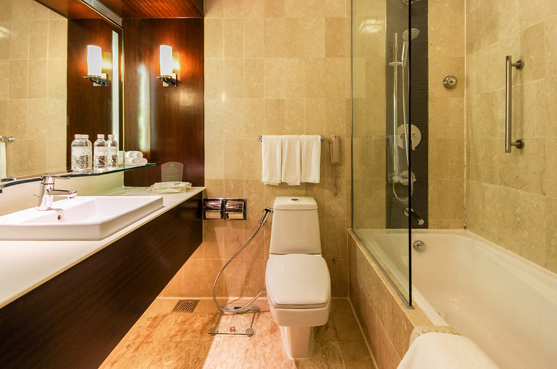 bathroom of club room - holiday inn singapore orchard city centre