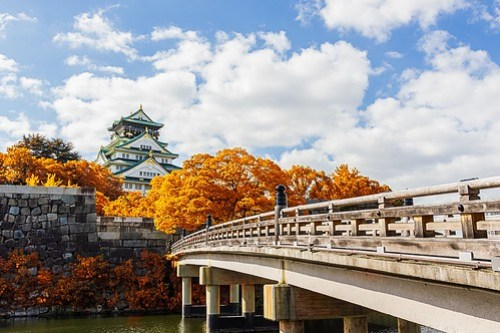 Osaka Castle in Osaka with autumn leaves, Japan, landmark of Unesco.; Shutterstock ID 227729509; PO: Hotels.com Korea TVC ad; Client: Hotels.com Korea
