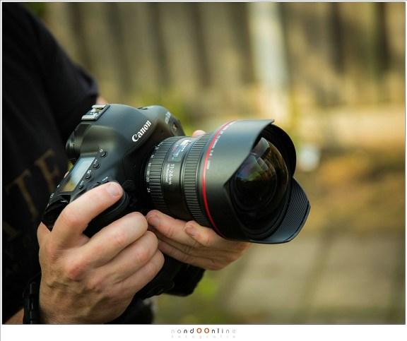 De droom van landschapsfotografen? De grootte van de EF11-24L is hier goed te zien.