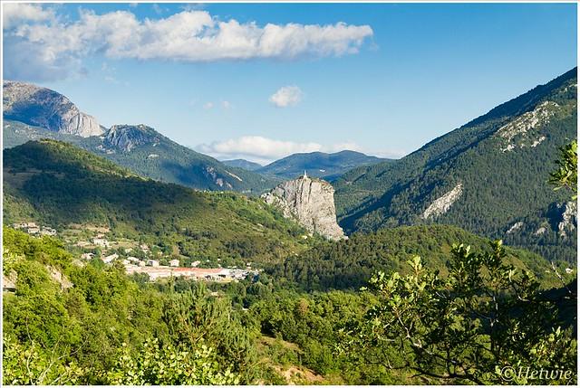 Boven op de berg de Notre Dame du Roc in Castelane.