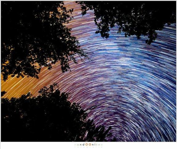 Rotatie van de sterren aan de hemel (76 foto's van 30seconden, ISO3200 - f/4 - 17mm brandpunt)