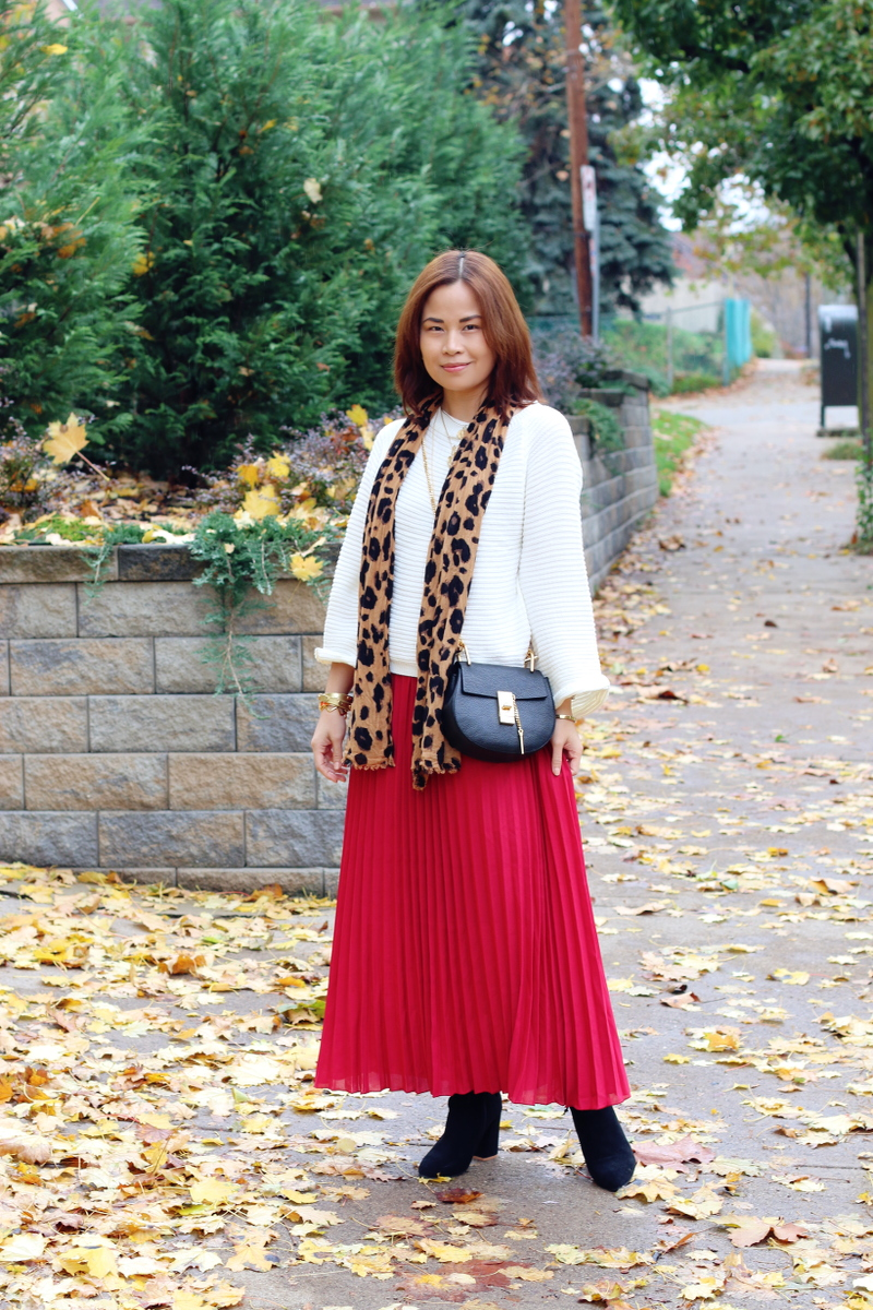 red-pleated-skirt-white-sweater-leopard-scarf-4