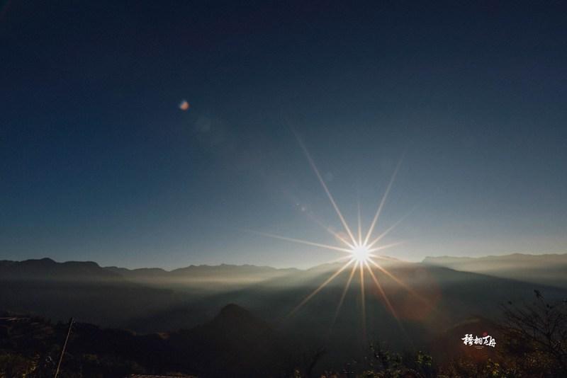 16|梅園樓觀景飯店之巃頂觀景台的日出美景