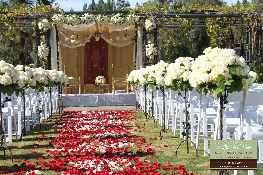 Round Small Aisle Flower Arrangements For Wedding Ceremony