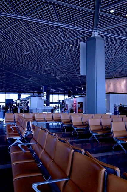< Airports are so lonely >