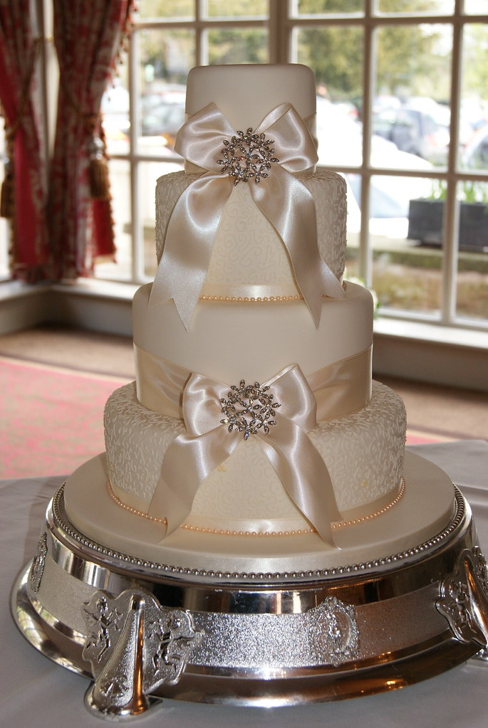 Bows Amp Brooches Wedding Cake Four Tier Wedding Cake With