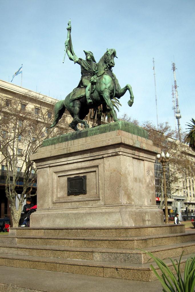 Buenos Aires Monserrat Plaza De Mayo El Monumento Ecu