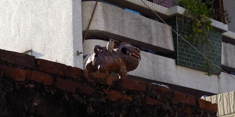 安平小鎮屋瓦上站立的風獅爺(11.9ys)