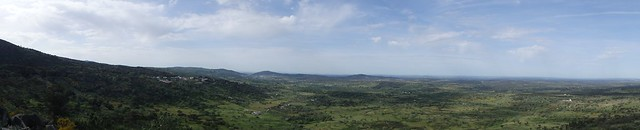 Una veduta fantastica dalla strada per Castelo de Vide