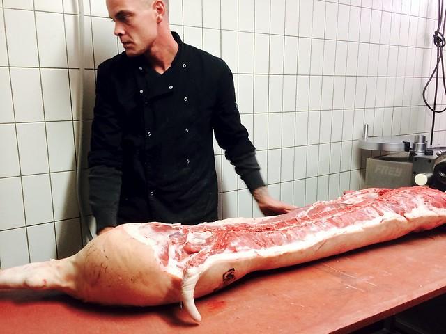 Bij Slagerij de Wit: een half varken
