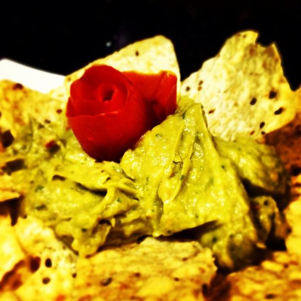 Guacamole con totopos (nachos)
