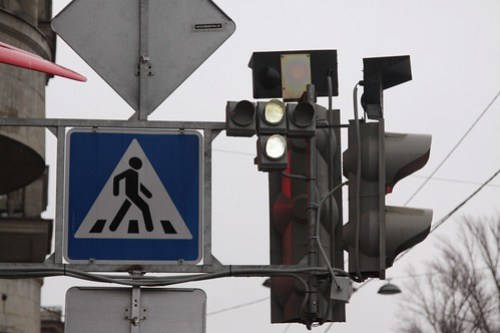 Russian tram signal showing a 'proceed' aspect