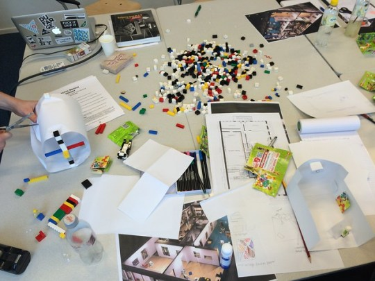 Playful exhibition design workshop at Reinwardt Academy