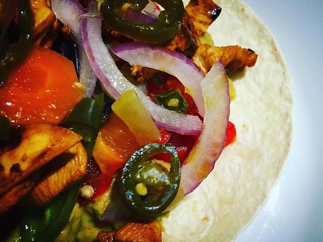 Tacos de pollo con jalapeños
