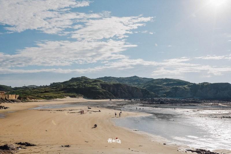 8|福正村的居民們正趁著退潮時,趕忙著在沙灘上尋找沙蚌的蹤跡