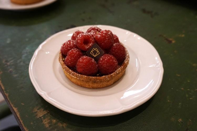 Gluten free raspberry tart from Boulangerie Chambelland - gluten free bakery in Paris, France