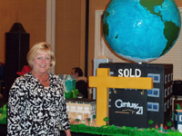 Phyllis Brookins and the C21 Cake from the Cake Boss