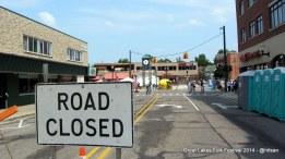 Jalan-jalan ditutup untuk acara festival.