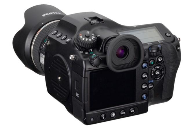 Pentax 645D var relativt enestående da det kom og plasserte seg midt mellom de mest avanserte speilreflekskameraene og digitale mellomformatmodeller. Det var et klokt trekk.
