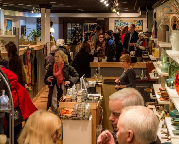 Lots of people in the gallery - Wine about winter