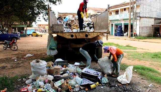 Prefeitura de Placas retoma serviço de limpeza urbana, parado há 4 meses, lixo em Placas 1