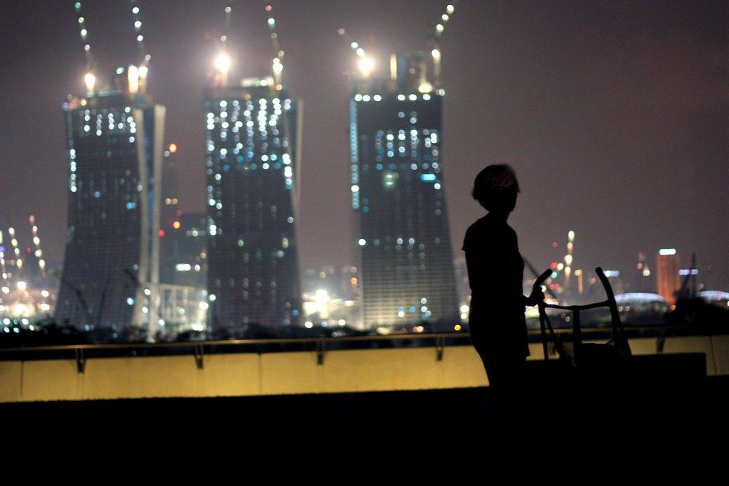 marina barrage at night