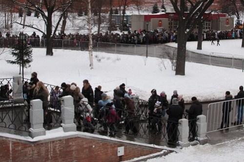 Long queue of schoolchildren to visit the Kremlin