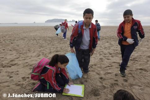 Limpieza de playa Estartit (Medas), escuela Portitxol