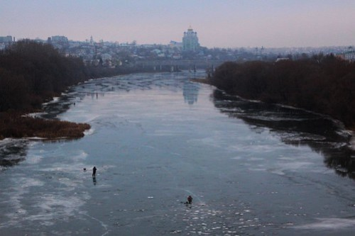 Ice fishing on the Быстрая Сосна (Bystraya Sosna River) at Еле́ц (Yelets)