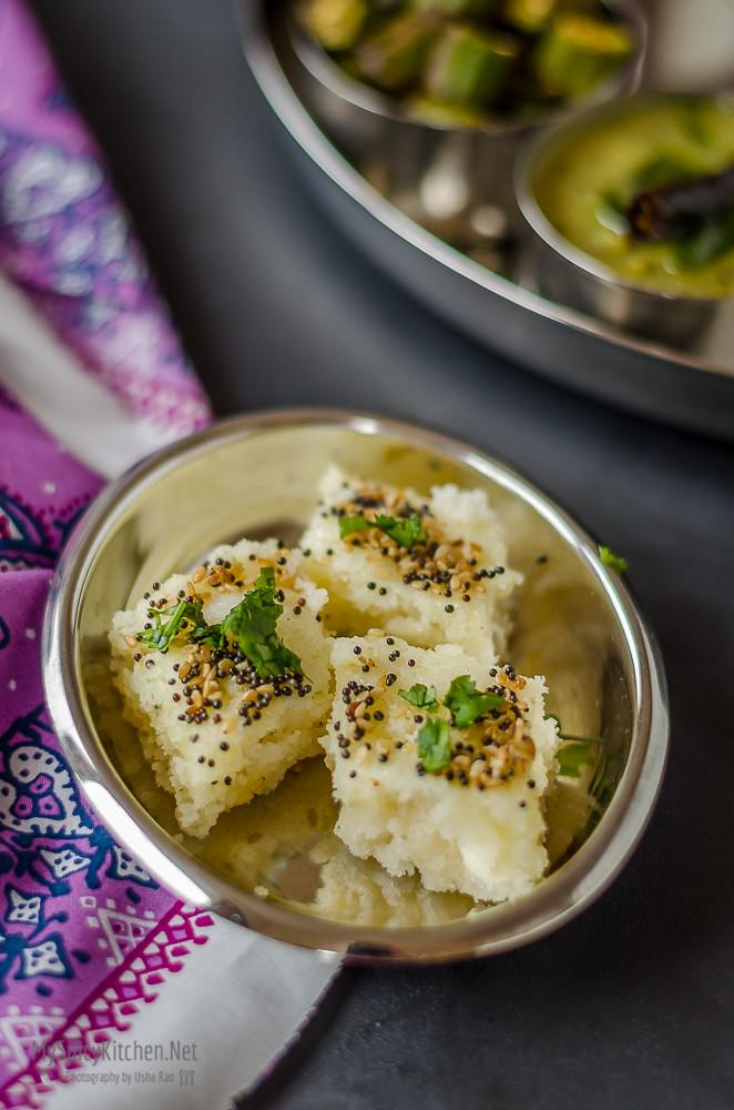 Dhokla, Semolina Dhokla, Sooji Dhokla, Steamed savory semolina cake, Indian steamed cake, gujarati food, Indian food,