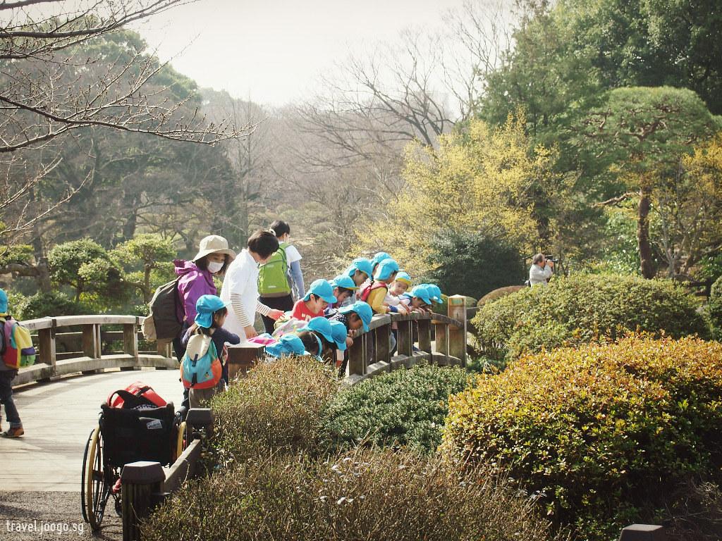 Shinjuku Gyoen National Garden in Spring - travel.joogo.sg