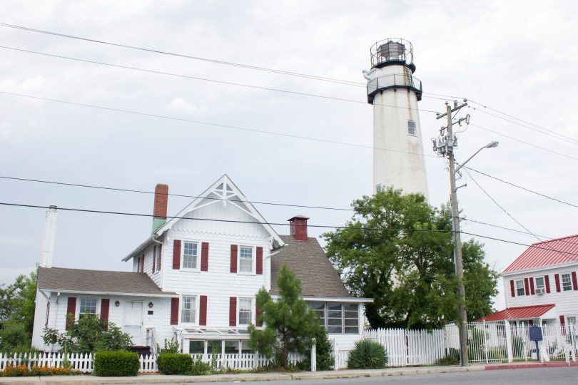 fenwick-island-lighthouse-delaware-keepers-house-front