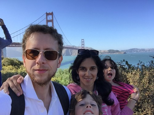 Family selfie in San Fran: a session with a flyotgrapher is one of the gifts for photography enthusiasts we would love to get