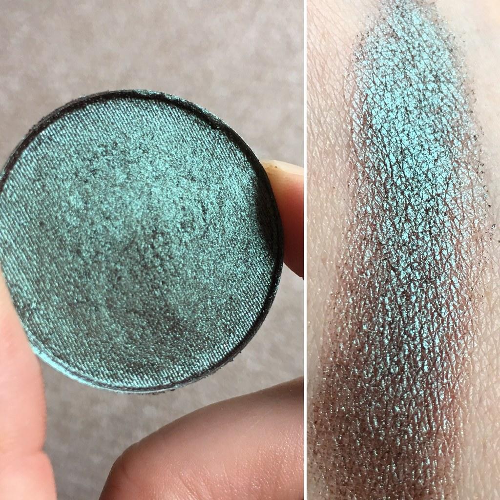 Phee's Makeup Shop Polilla