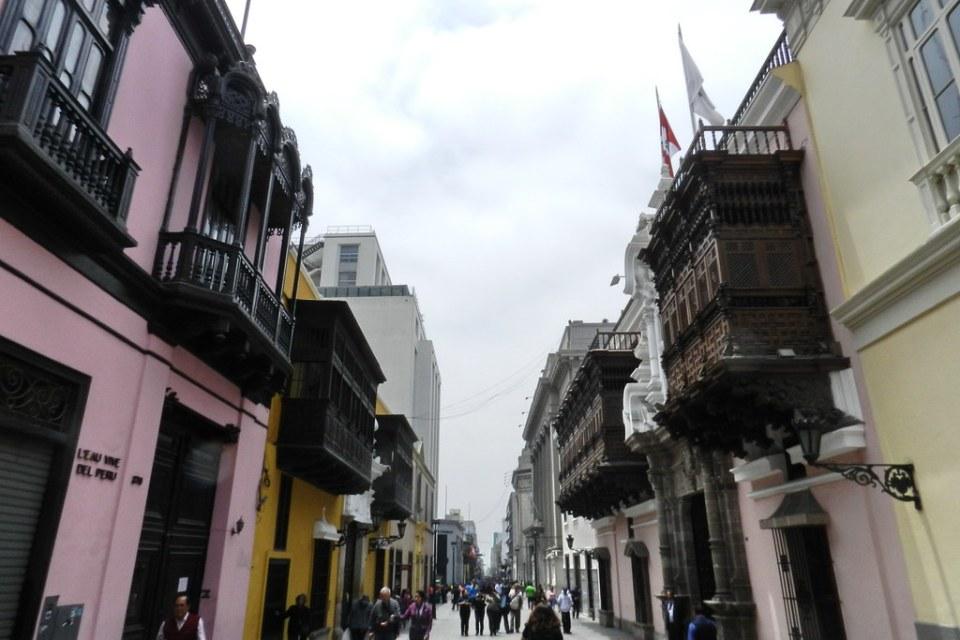 Peru calle y balcones de Lima 06