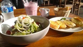 Garlic bread, salad and drink at Nanamia