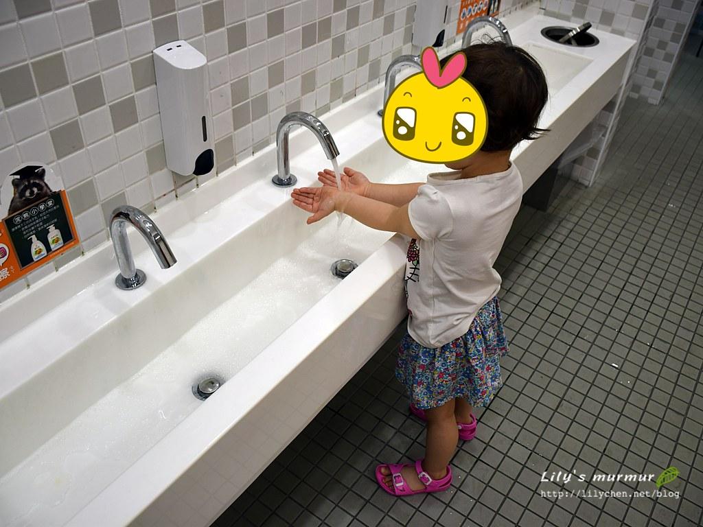 信誼親子館的洗手台,讓小朋友能真正好好洗手!