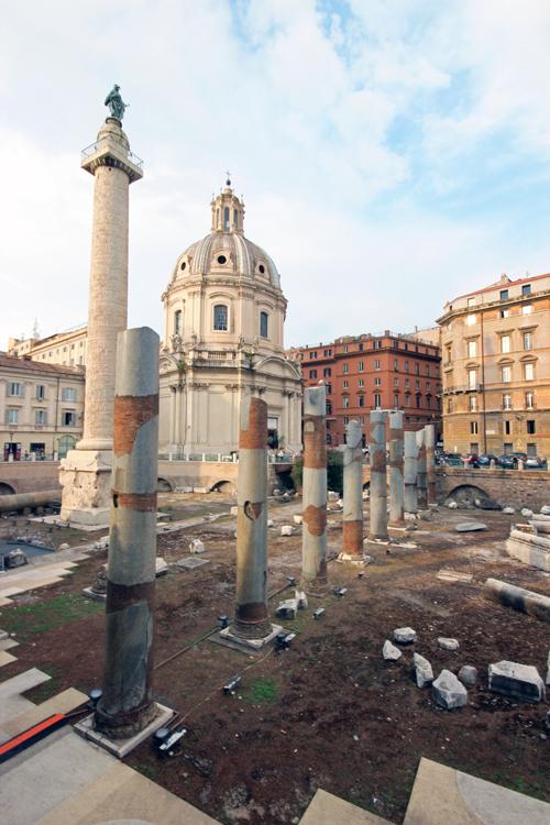 Piazza_Foro_Traiano_1