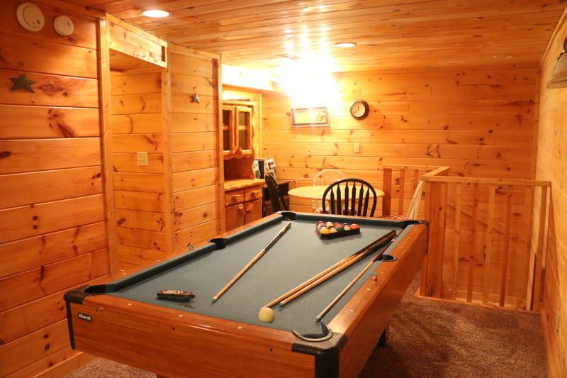 log-cabin-gameroom-basement-pool-table-20