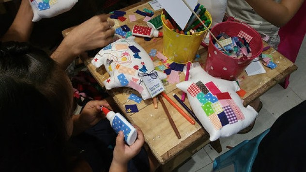 Kids doing crafts 1