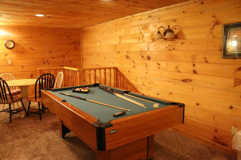 log-cabin-gameroom-basement-pool-table-19