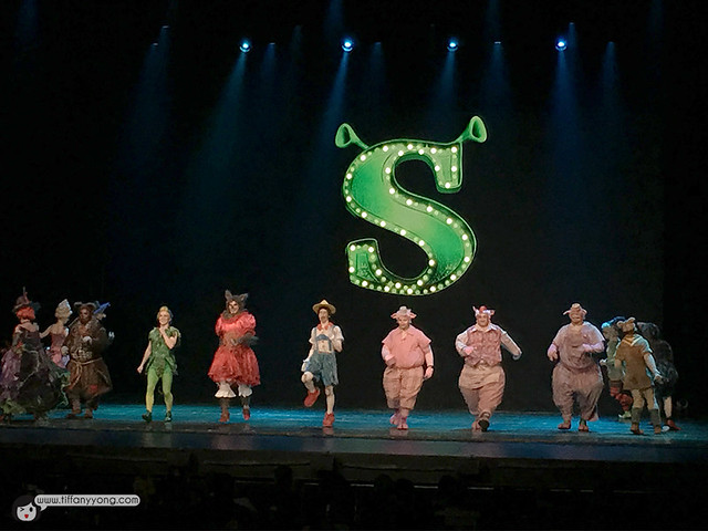 Shrek The Musical three little pigs