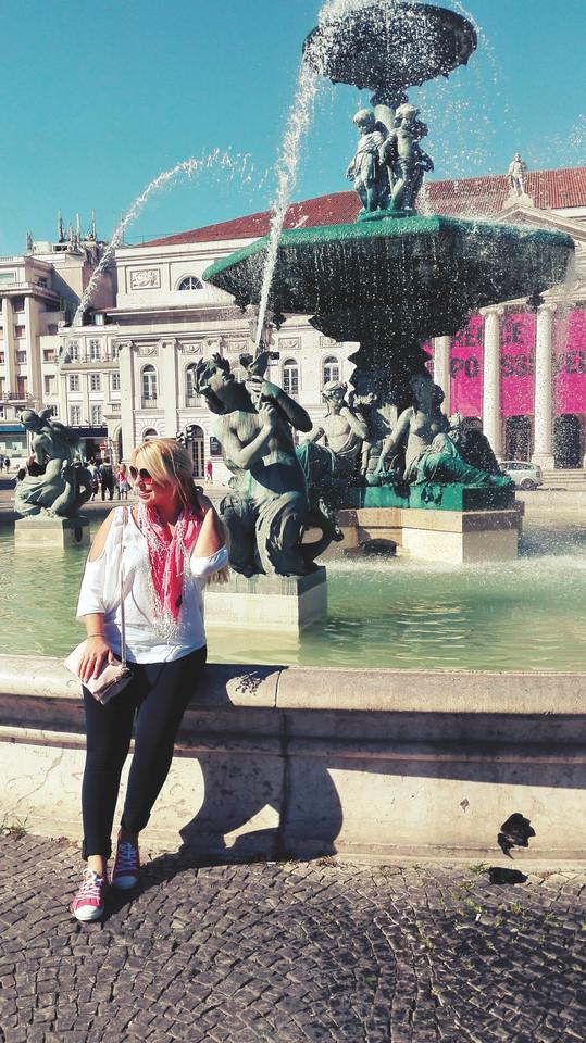 Praça do Rossio, com o Teatro Nacional Dona Maria II ao fundo