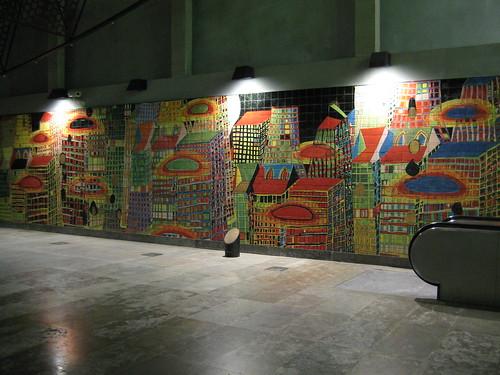 Mosaico en el interior del Metro de la Estación de Oriente. ViajerosAlBlog.com.
