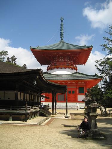 Día 5: Japón (Monte Koya: Puerta Daimon, Danjogaran con Kondo, Meido y Daito, Templos Kongobuji, Karukaya y Daishi, Cementerio y Templo Okuno, etc).